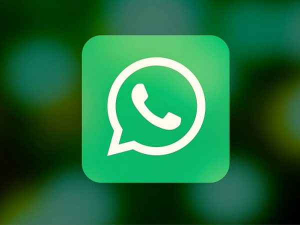 whatsapp-icon-in-blurred-background